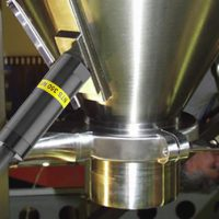MARTIN<SUP>®</SUP> NTS™ 350 NF aids material flow on stainless steel hopper.
