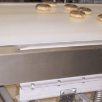 Separating donuts in a bakery for faster drying time.